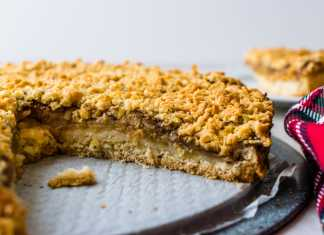 apple tart with streusel topping