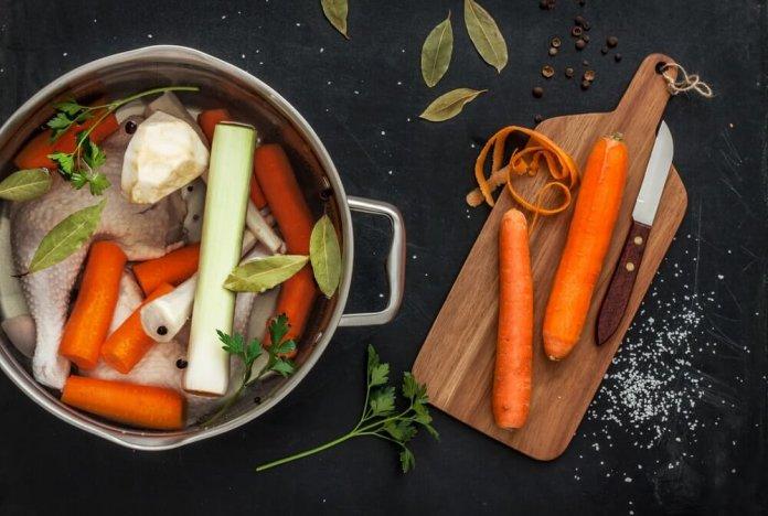 Sopa de Pollo con Eneldo Recipe Image