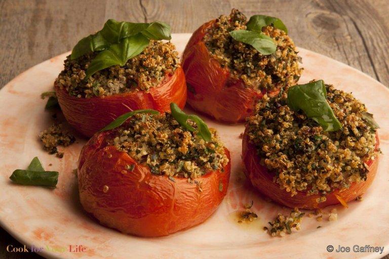 Tomates Rellenos de Quinoa Recipe Image