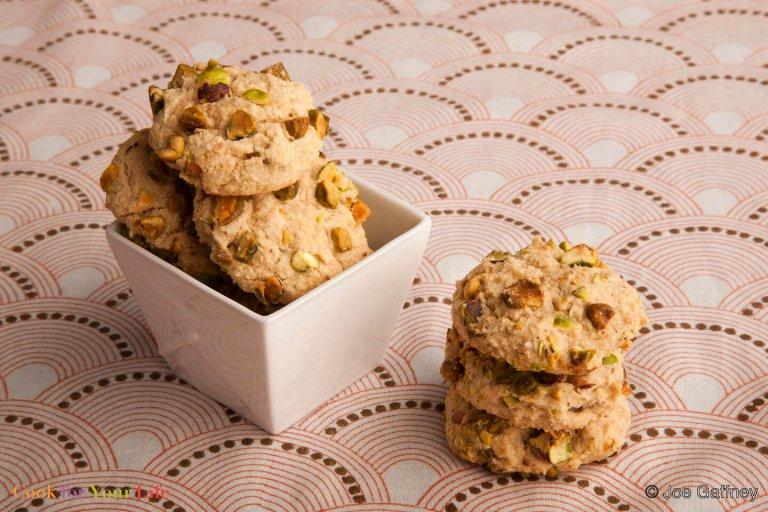 Galletas de Frijoles con Cardamomo y Pistacho Recipe Image