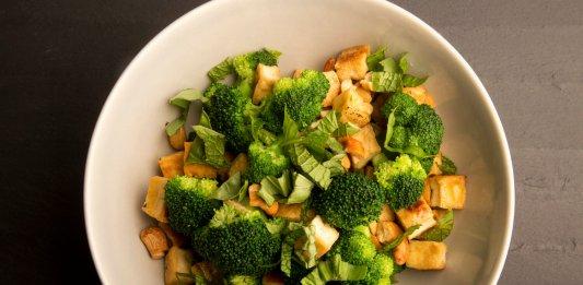 Salteado de brocoli y acaju, recetas anti-cancer - cook for your life