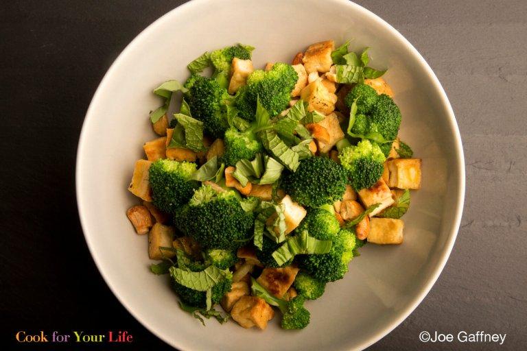Salteado de Brócoli y Anacardos Recipe Image