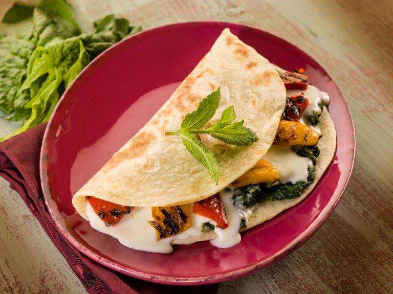 Tacos de Acelga, Queso y Huevos Para el Desayuno Recipe Image