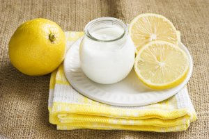 Cremoso Yogur de Limón Recipe Image