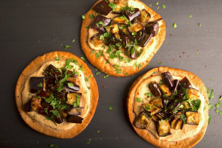 Pizza de Pita con Berenjena Recipe Image