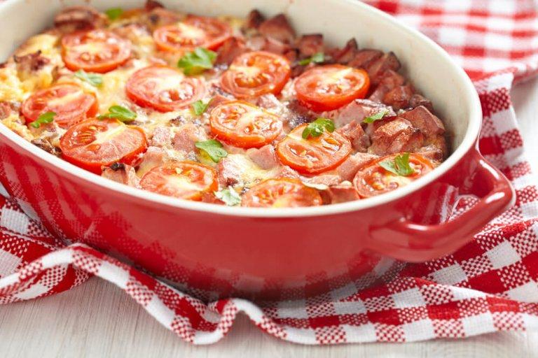 Cazuela de Vegetales y Salchichas Para el Desayuno Recipe Image