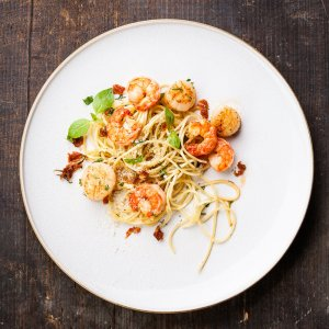 Espaguetis con Mariscos a la Parrilla Recipe Image
