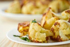 Ensalada de coliflor tostada con limón y alcaparras Recipe Image