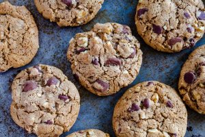 Galletas con Chispas de Chocolate y Nueces Recipe Image