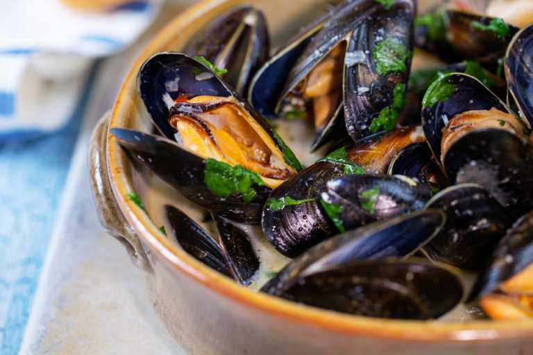 Thai Style Mussels with Rice Sticks Recipe Image