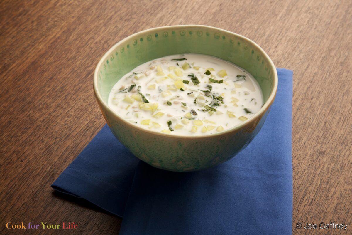 Sopa de trigo con pepinos y yogur Image