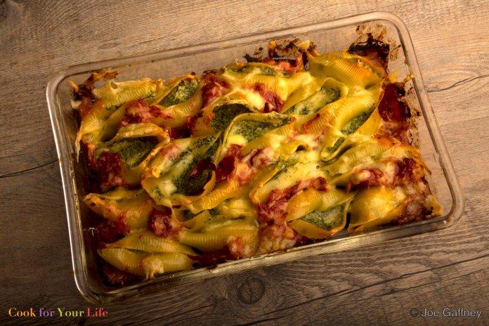 Conchas de Pasta Rellenas de Col Rizada y Ricota Recipe Image