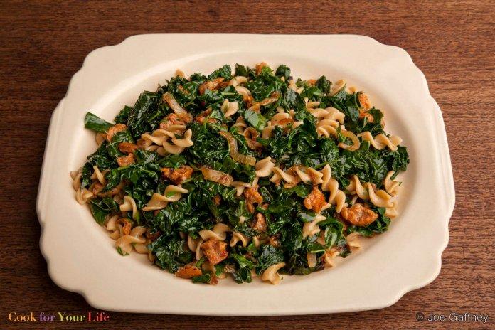 Pasta Verde con Salchicha Picante Recipe Image