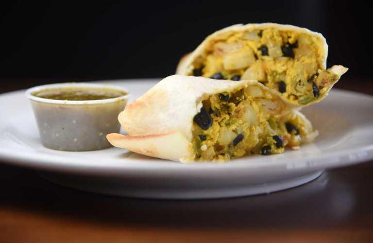Breakfast burrito with turmeric tofu Recipe Image